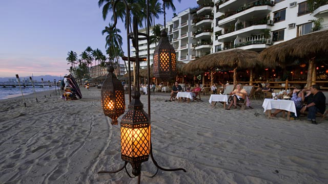 PHOTO: Dining on beach