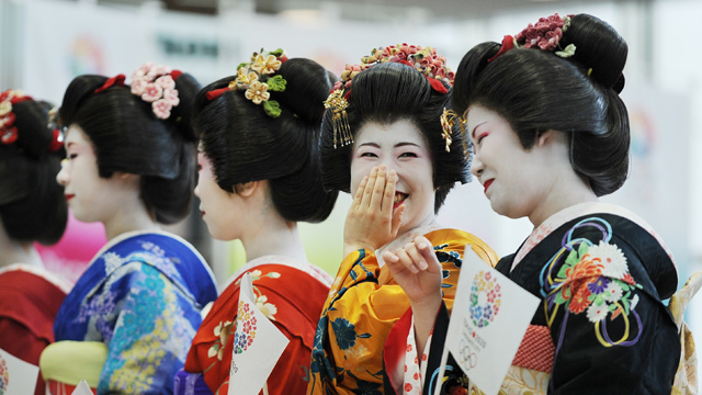 PHOTO: Japanese women clad in maiko, apprentice geisha, costumes wait for members of the International Olympic Committee evaluation commission at Tokyo Big Sight which would host wrestling, fencing and Taekwondo for 2020 Olympic Games in Tokyo, March 6, 2