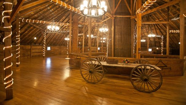 The Inn at the Round Barn Farm has a serene location with more than 245 acres of rolling green hills in every direction. It has a decidedly romantic ambiance, with rooms that have whirlpool tubs and/or working fireplaces.