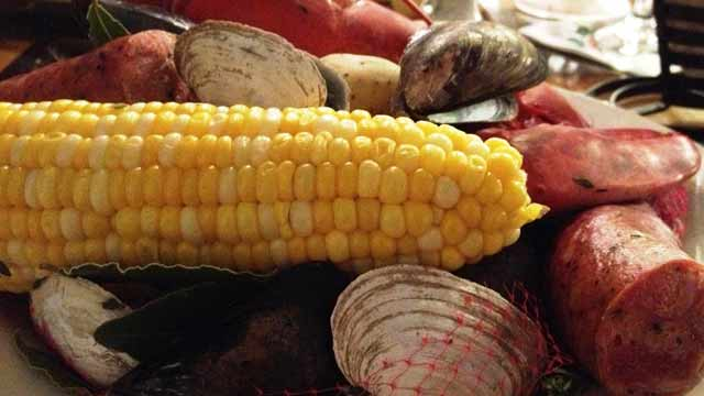 PHOTO:A traditional clam bake