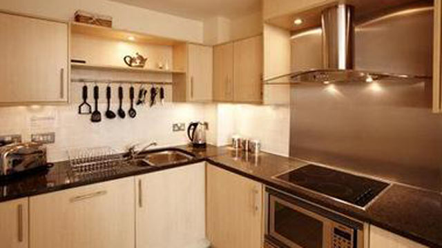 PHOTO: Thames View Apartment with private balcony, overlooking the River Thames inLondon, England.