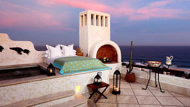 "PHOTO: The hotel's popular ""Sleeping with the Stars"" program is an al fresco overnight experience swathed in 5-star luxury."