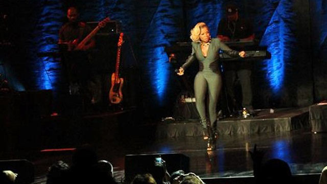 PHOTO: Mary J Blige at Caesars Atlantic City.