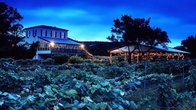 PHOTO: The Vineyards Restaurant at Garden Ridge