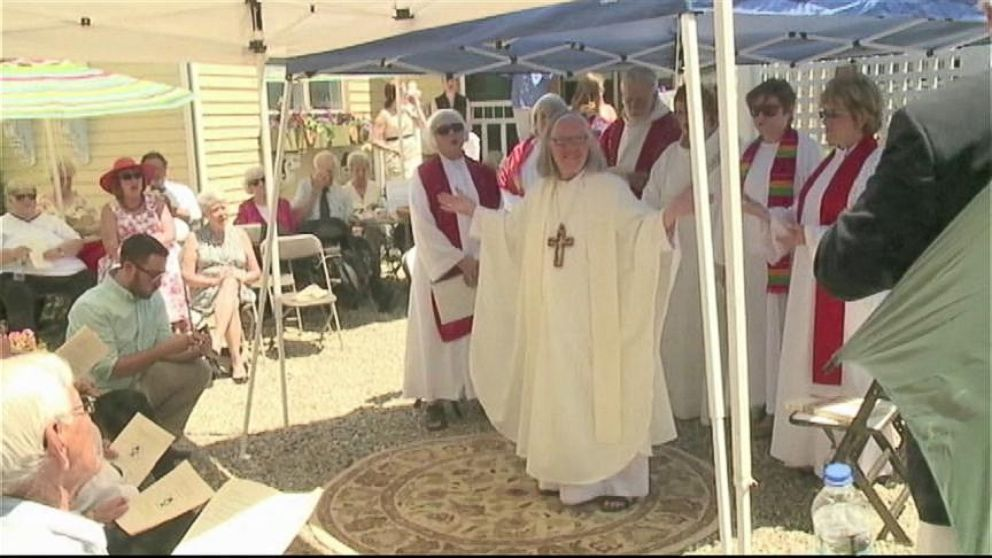 Female Priest Goes Ahead with Ceremony Despite Backlash