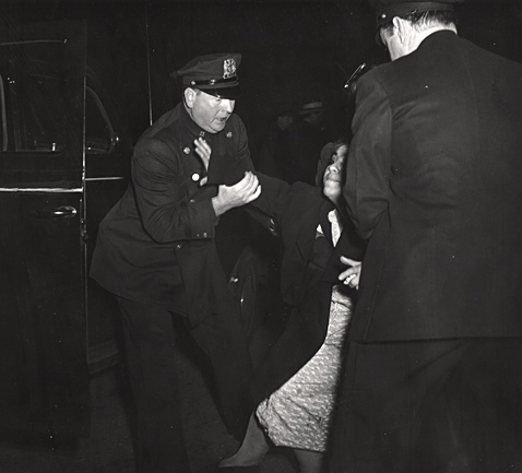 1 the dead mans wife arrived wblog Weegee: Murder Is My Business