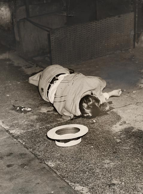 8 body of dominick didato wblog Weegee: Murder Is My Business