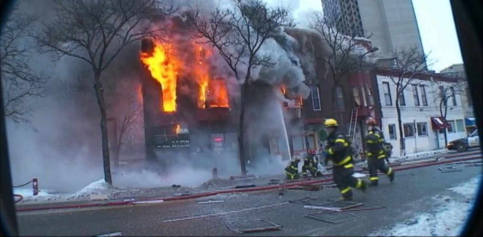 PHOTO: Firefighters respond to an explosion in an apartment building in Minneapolis, Jan 1, 2014.