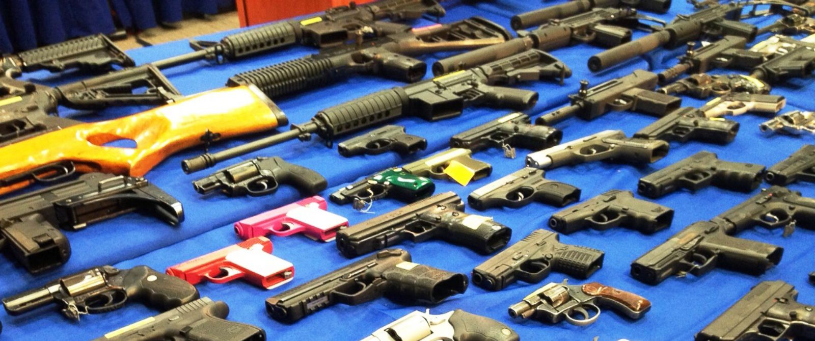 PHOTO: A table filled with handguns, shotguns and assault-style rifles from a major gun trafficking bust are shown at a press conference in New York, Oct. 14, 2015.