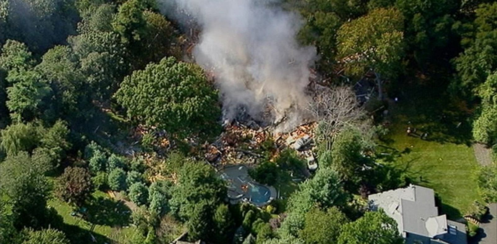 PHOTO: house explosion