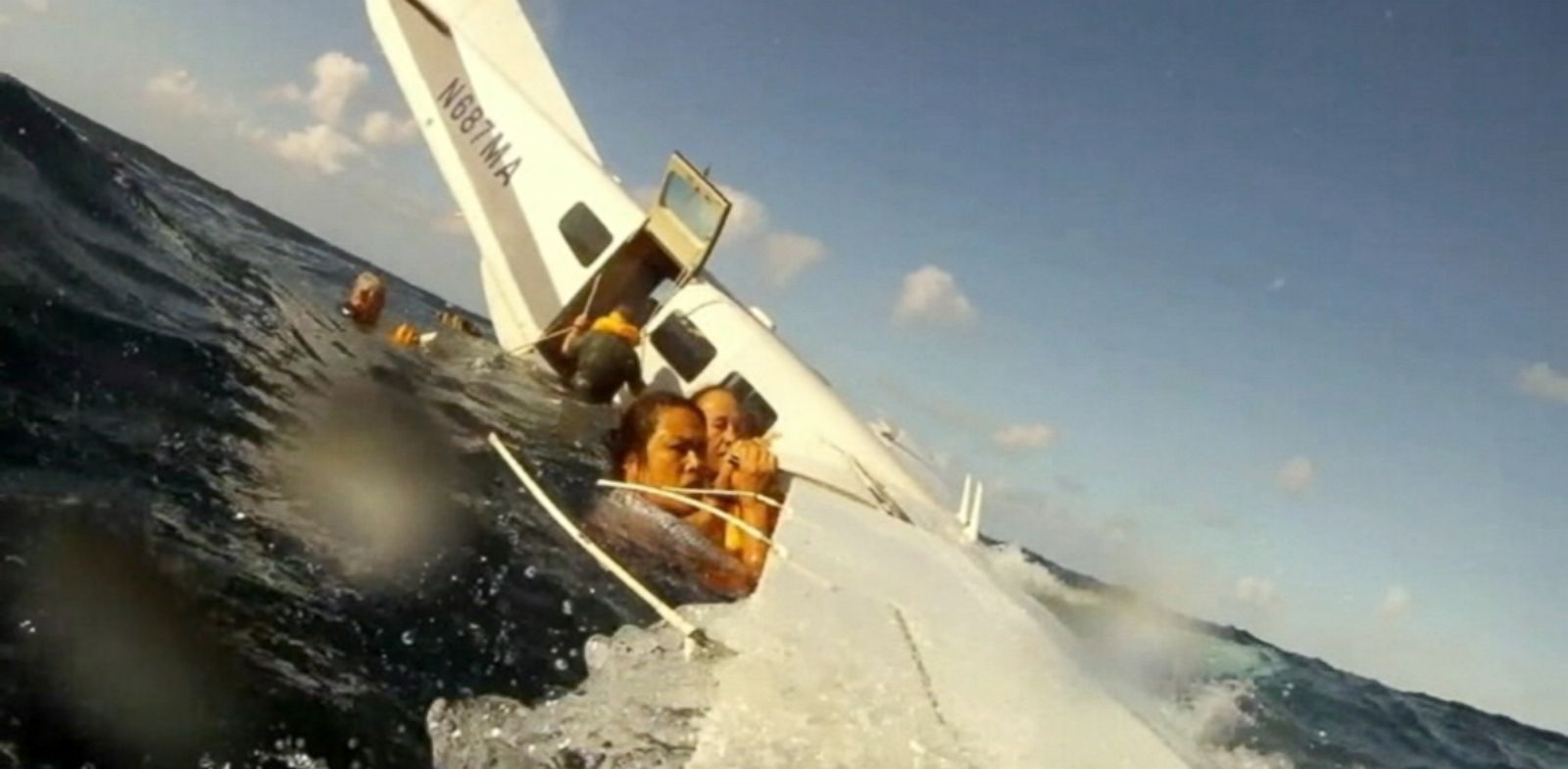 PHOTO: Passengers cling to the planes wing after it crashed into the water off the coast of Hawaii on Dec. 11, 2013.