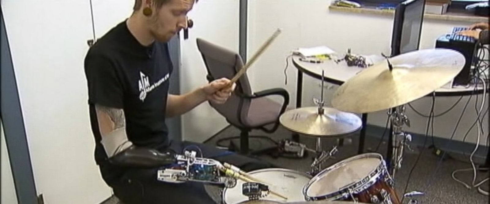 PHOTO: With the help of an advanced prosthetic, drummer Jason Barnes is getting a second chance to play the music he loves.