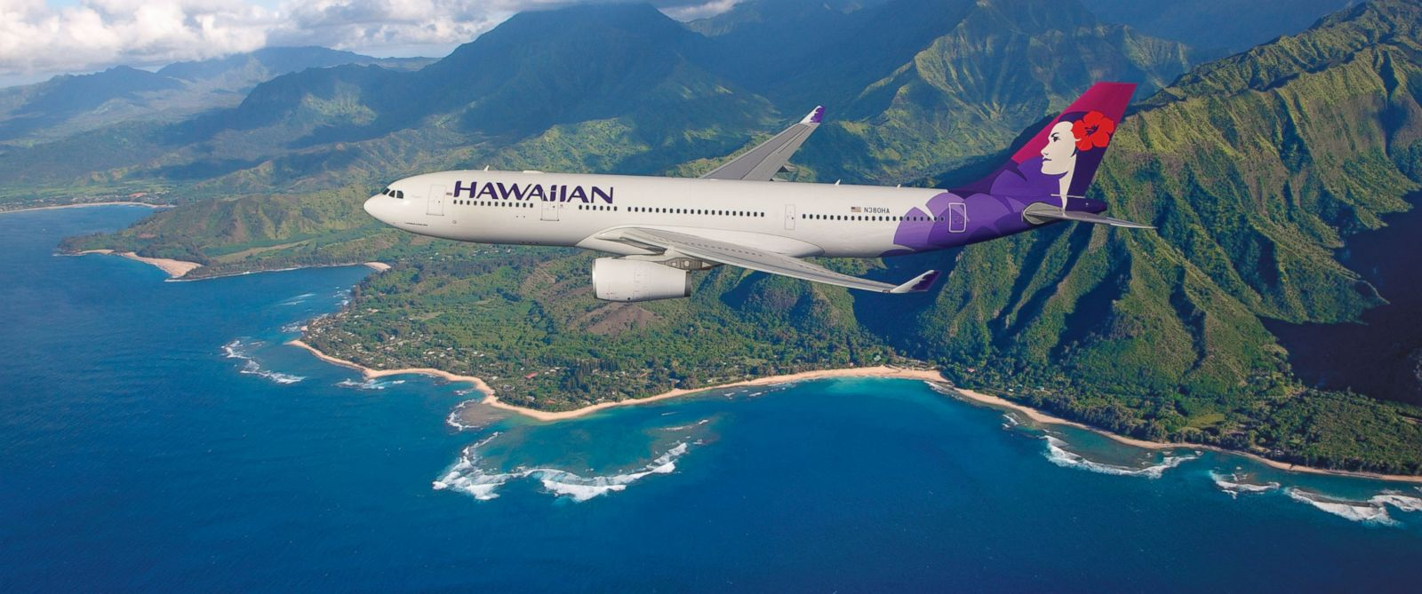 PHOTO: Hawaiian Airlines plane