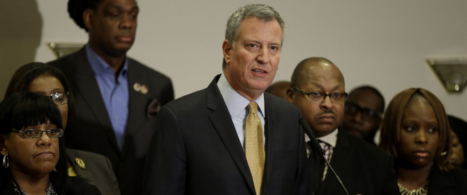 PHOTO: New York City Mayor Bill de Blasio, surrounded by community leaders, speaks to reporters about the grand jurys decision in the Eric Garner case in the borough of Staten Island in New York, Dec. 3, 2014.