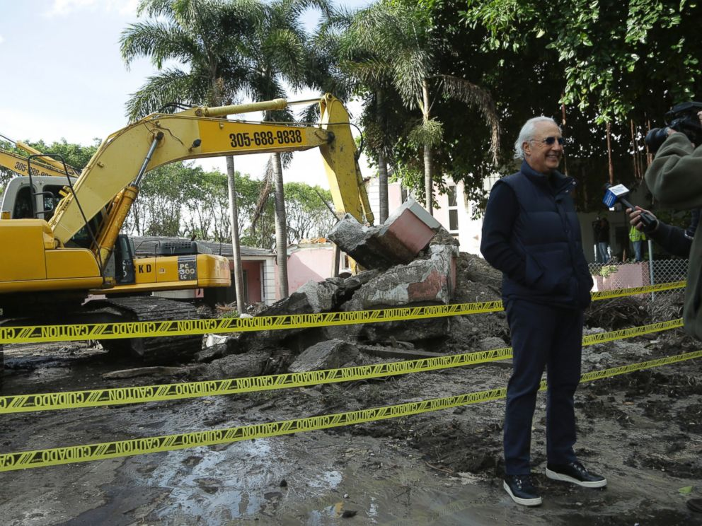 PHOTO:Chicken Kitchen restaurant owner Christian de Berdouare, who purchased the property in 2014, talks with the news media outside of the waterfront mansion formerly owned by Colombian drug lord Pablo Escobar, Jan. 19, 2016, in Miami.