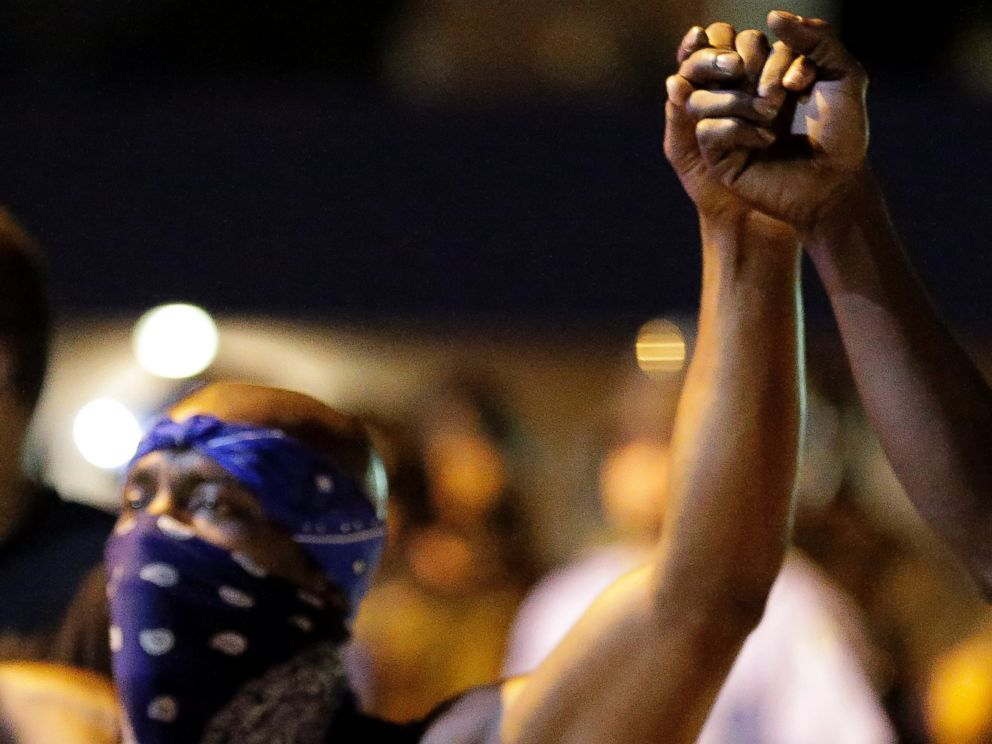 PHOTO: Protesters join hands during a protest in Ferguson, Mo., Aug. 20, 2014.