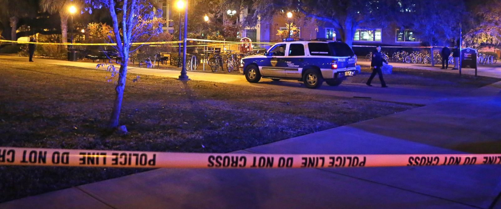PHOTO: Police investigate a shooting at Strozier Library on Florida State Universitys campus, Nov. 20, 2014, in Tallahassee, Fla.