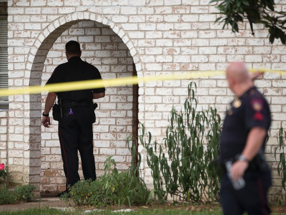 PHOTO: Law enforcement officers investigate the scene of a shooting Wednesday, July 9, 2014, in Spring, Texas.