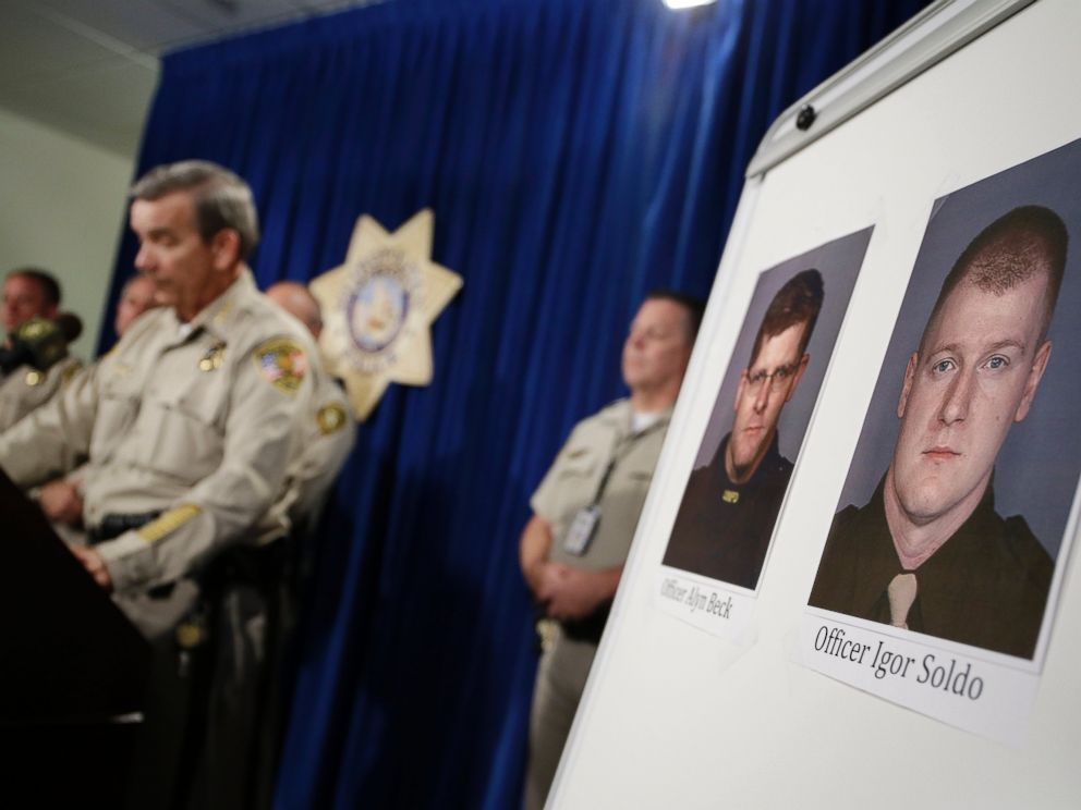 PHOTO: Sheriff Doug Gillespie, left, speaks at a news conference on the shooting of two Las Vegas Metropolitan Police Department officers, June 8, 2014 in Las Vegas.