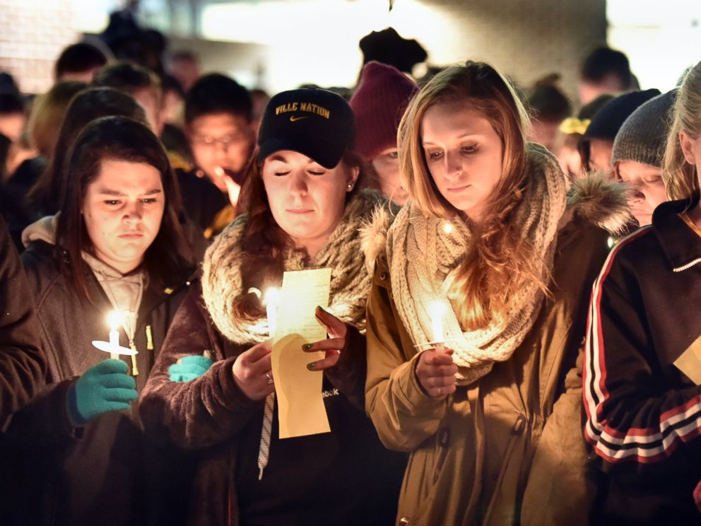 PHOTO: Millersville University students attend a candlelight vigil for slain student Karlie Hall in front of the Student Memorial Center, Feb. 9, 2015, in Millersville, Pa.