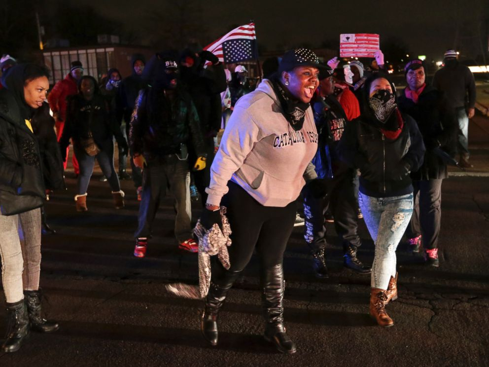 PHOTO: Protesters shut down Airport Road, Dec. 24, 2014, in Berkeley, Mo.