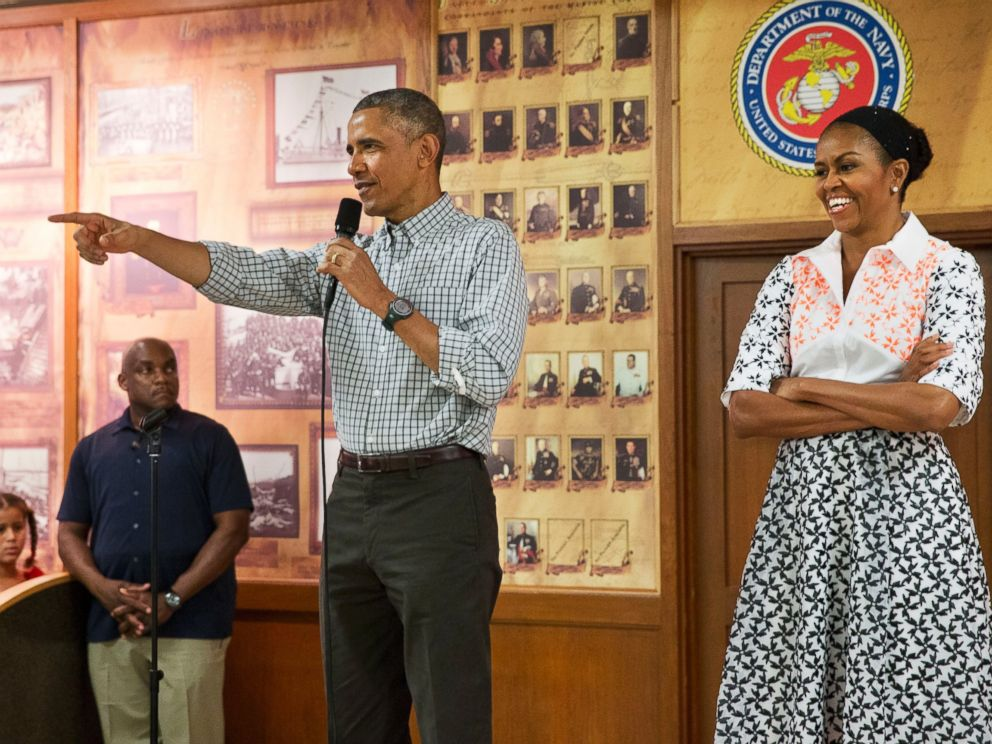 photo president barack obama with first lady michelle obama points