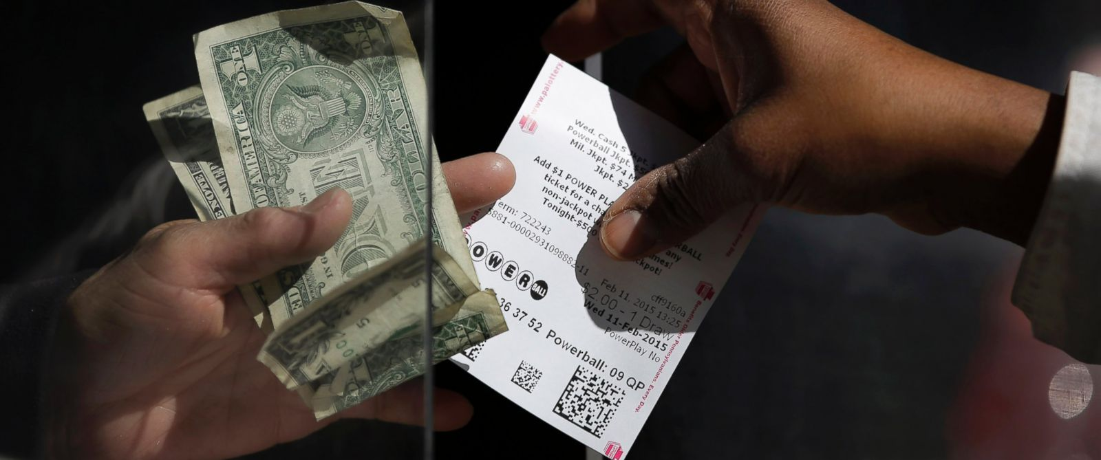 PHOTO: A woman buys a Powerball ticket at a newsstand, Feb. 11, 2015, in Philadelphia.