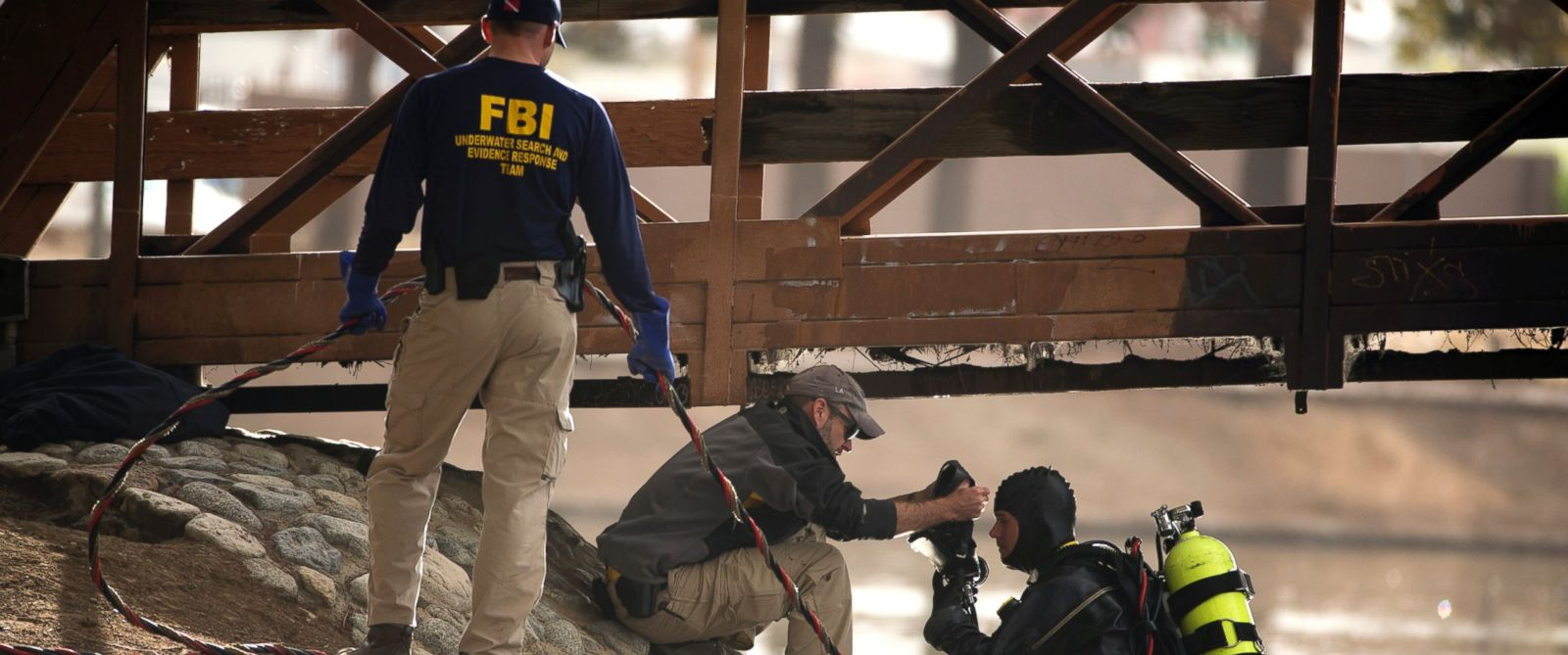 PHOTO: An FBI dive team prepares to search Seccombe Lake for evidence in connection with last weeks fatal shooting at Inland Regional Center , Friday, Dec. 11, 2015, in San Bernardino, Calif.