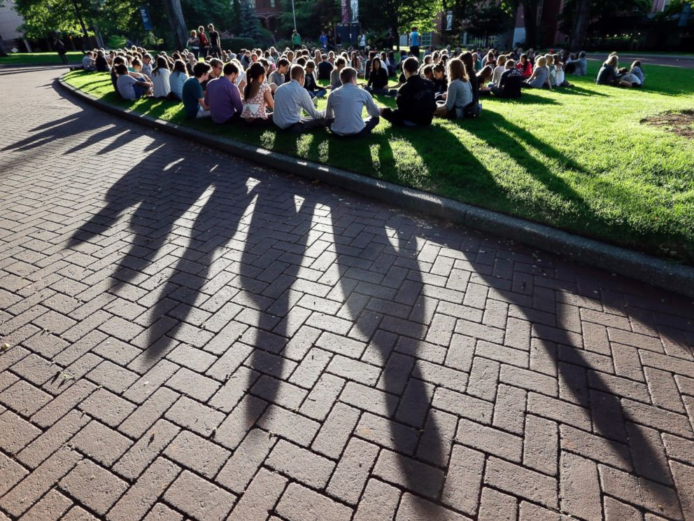 PHOTO: Students from Seattle Pacific University gather in a prayer circle following a shooting on the campus, June 5, 2014.