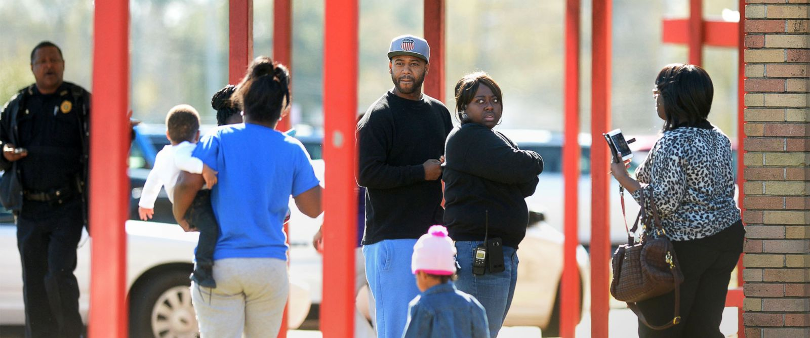 PHOTO: Parents arrive at Marshall Middle School in Beaumont, Texas, Jan. 28, 2016, after an evacuation from an alleged carbon monoxide leak. Sick students were transported to local hospitals while unaffected students were taken to West Brook High School.