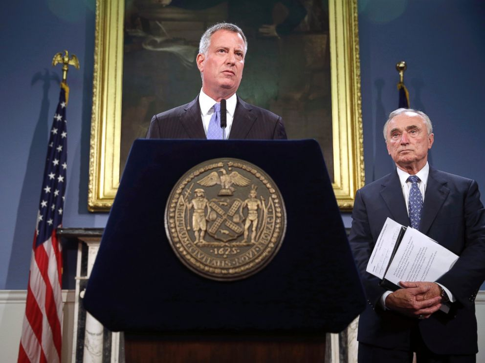 PHOTO: New York City mayor Bill de Blasio, center, and police commissioner Bill Bratton speak to reporters during a news conference in New York in this July 28, 2014 file photo.