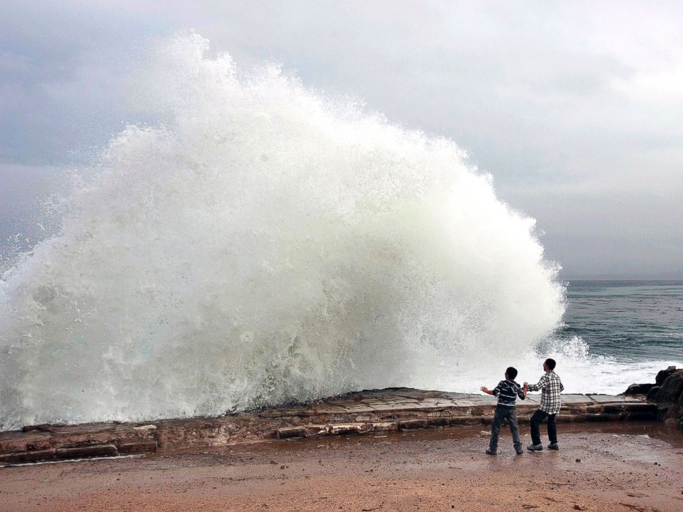 PHOTO: Aidan Stephenson,12, and Conor Stephenson,10, visiting from Phoenix, watch the waves break on Ocean View Boulevard, Dec. 10, 2014, in Pacific Grove, Calif.