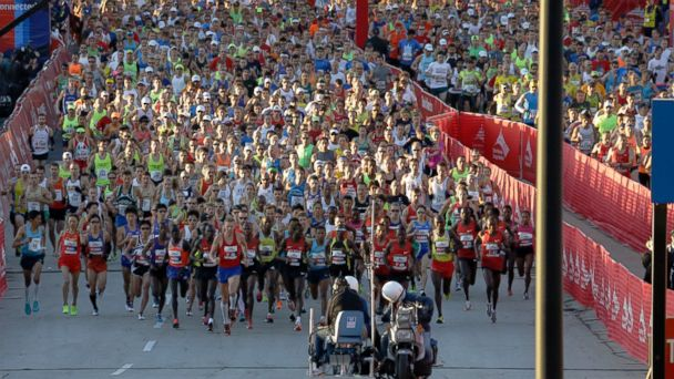 PHOTO: Runners start the Chicago Marathon in Chicago, Sunday, Oct. 13, 2013