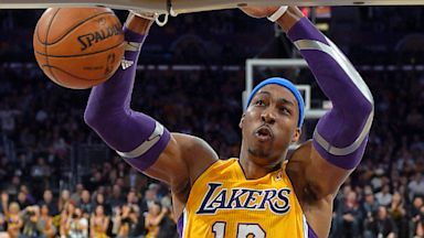 PHOTO: Dwight Howard dunks during NBA basketball game against Utah Jazz