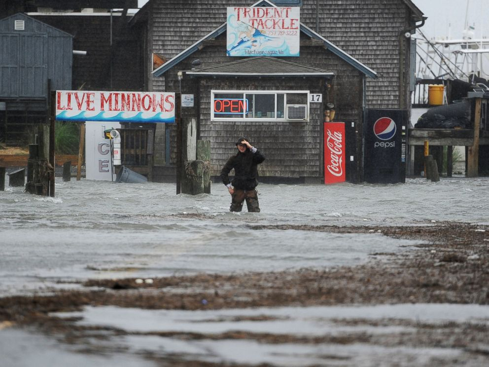 PHOTO: Quinn Hurt looks across Atlantic Avenue as he attempts to cross the flooded street in Wachapreague, Va., Oct. 2, 2015.