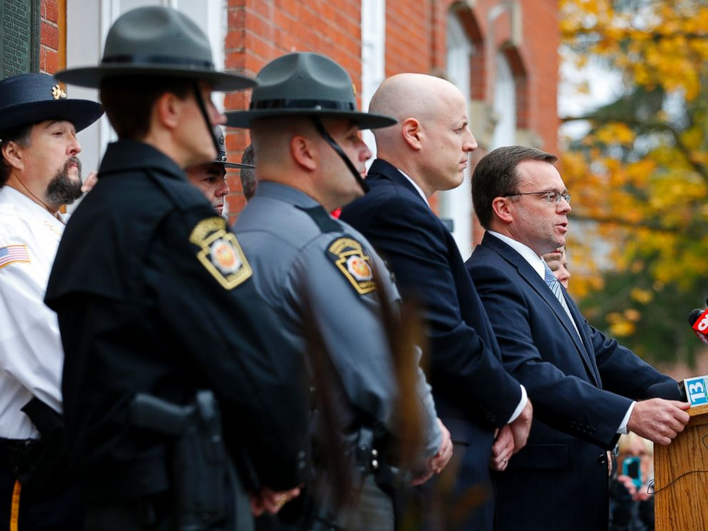 PHOTO: Pike County District Attorney Ray Tonkin, right, holds a news conference to talk about the arraignment of Eric Frein at the Pike County Courthouse in Milford, Pa., Oct. 31, 2014.