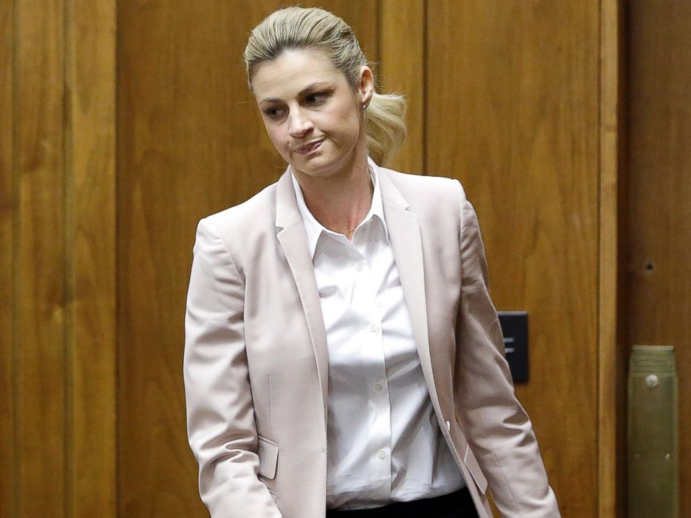 PHOTO: Sportscaster and television host Erin Andrews steps down from the stand after giving testimony March 1, 2016, in Nashville.
