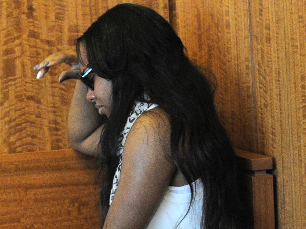 PHOTO: Shayanna Jenkins, fiancee of former New England Patriots football player Aaron Hernandez, weeps in the courtroom after a bail hearing for Hernandez in Fall River Superior Court on June 27, 2013, in Fall River, Mass.