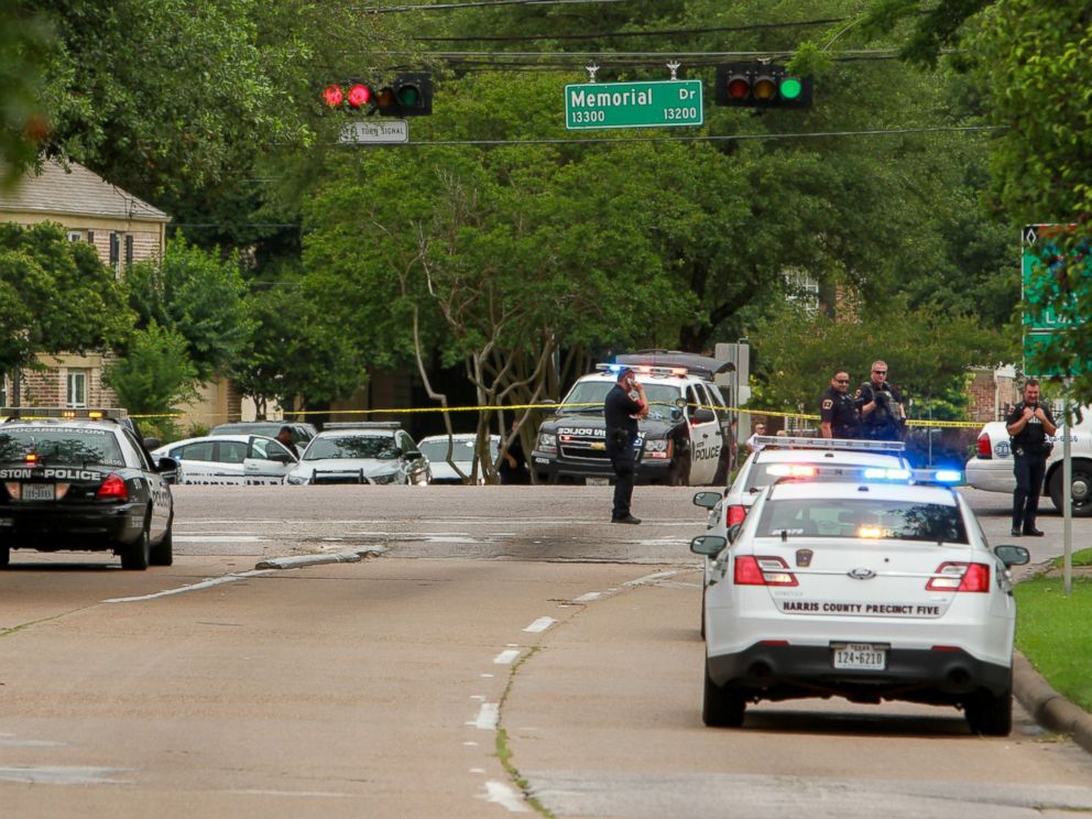 PHOTO: Police block the intersection at Memorial and Wilcrest as they respond to a shooting where authorities say a gunman and at least one other person are dead, May 29, 2016, in Houston.