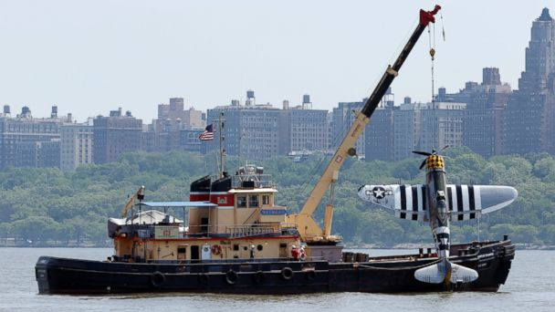 http://a.abcnews.go.com/images/US/AP_hudson_river_plane_crash_5_jt_160528_16x9_608.jpg