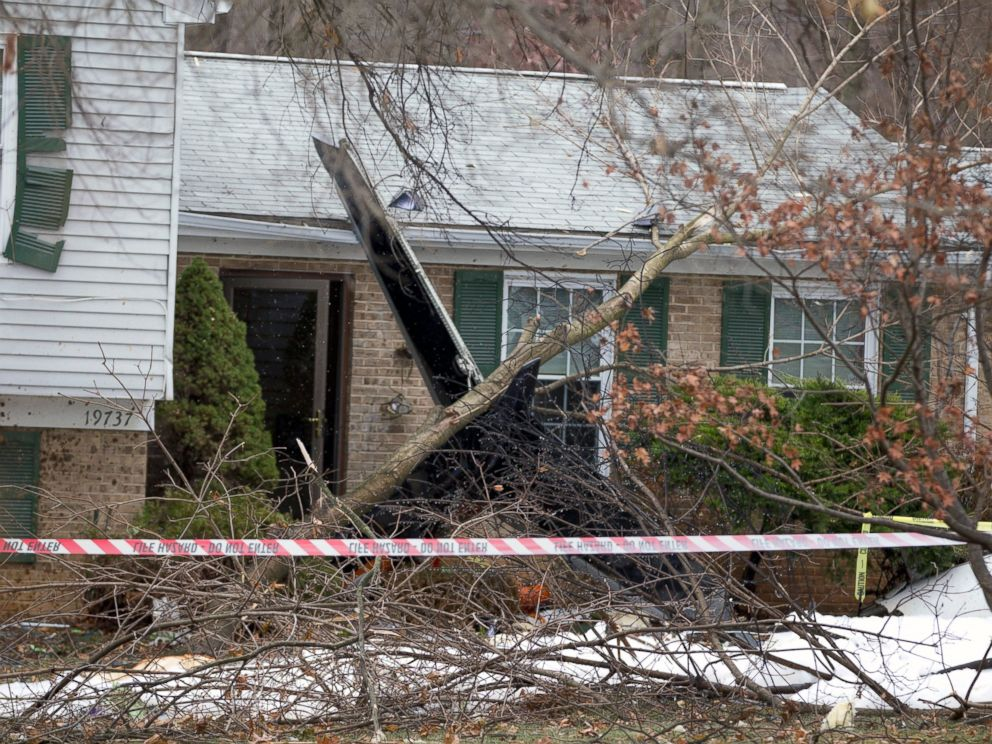 PHOTO: The wreckage of a small plane that crashed into a house in Gaithersburg, Md., Dec. 8, 2014.