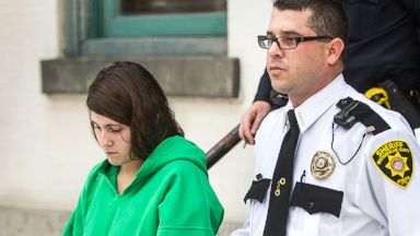 PHOTO: Miranda Barbour is led out of the courthouse after her preliminary hearing in Sunbury, Pa, Dec. 20, 2013.