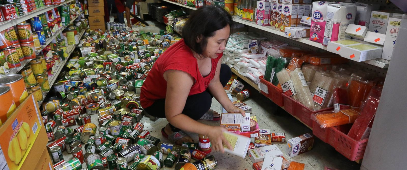 PHOTO: Elvira Balbazar, an employee at the 3Js Oriental Market cleans up after an earthquake Sunday, Aug. 24, 2014, in American Canyon, Calif.