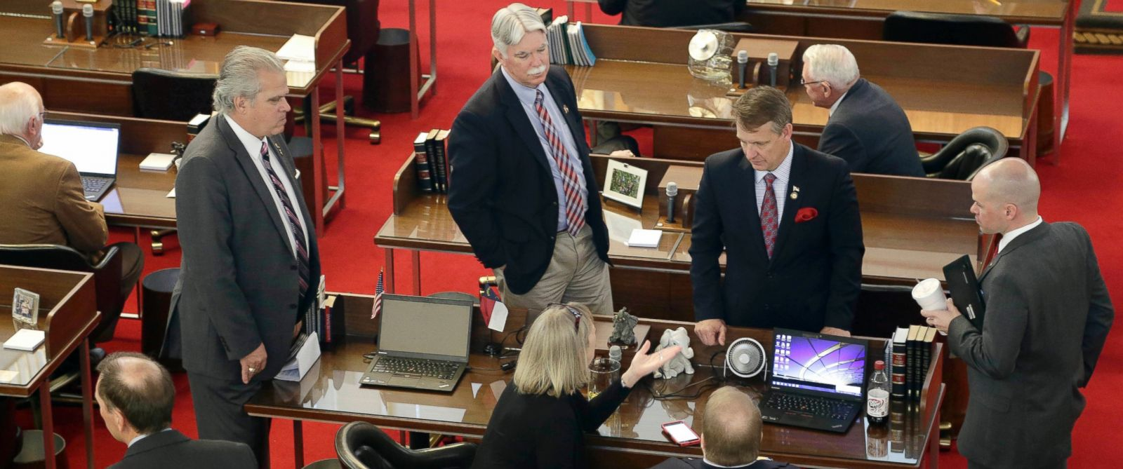 PHOTO: North Carolina lawmakers gather on the House floor for a special session, March 23, 2016, in Raleigh, N.C.