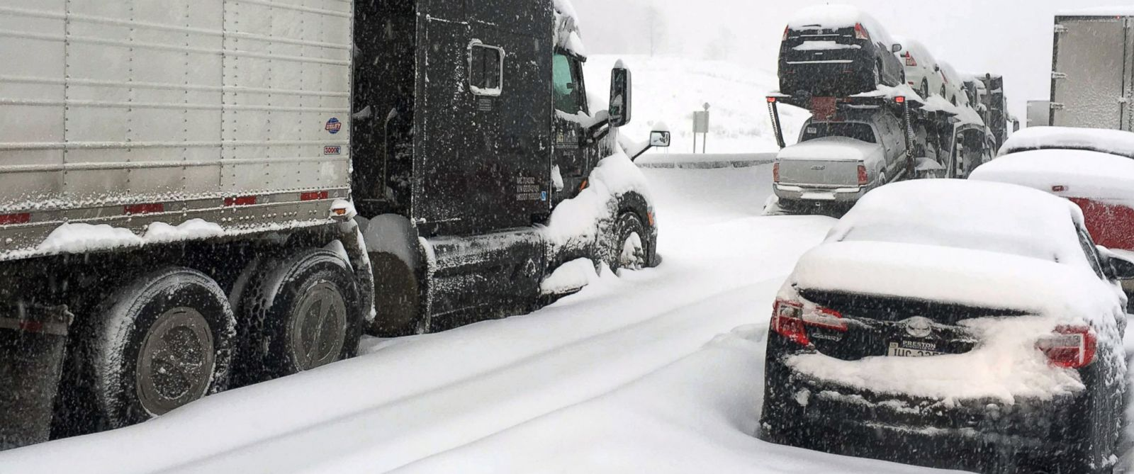 PHOTO:Traffic is at a standstill on the Pennsylvania Turnpike near Bedford, Pa., Jan. 23, 2016.