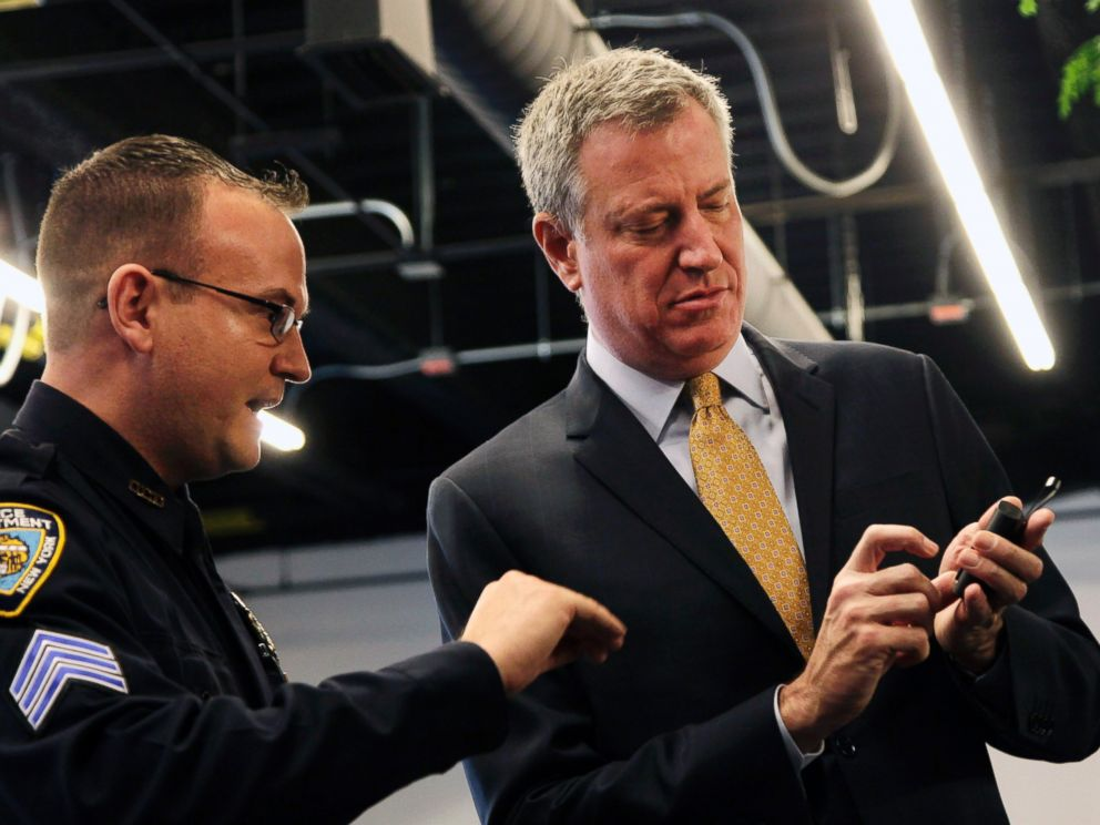 PHOTO: New York Police Department Sgt. Joseph Freer, left, discusses a body camera held by Mayor Bill de Blasio during a news conference, Wednesday, Dec. 3, 2014, in New York.