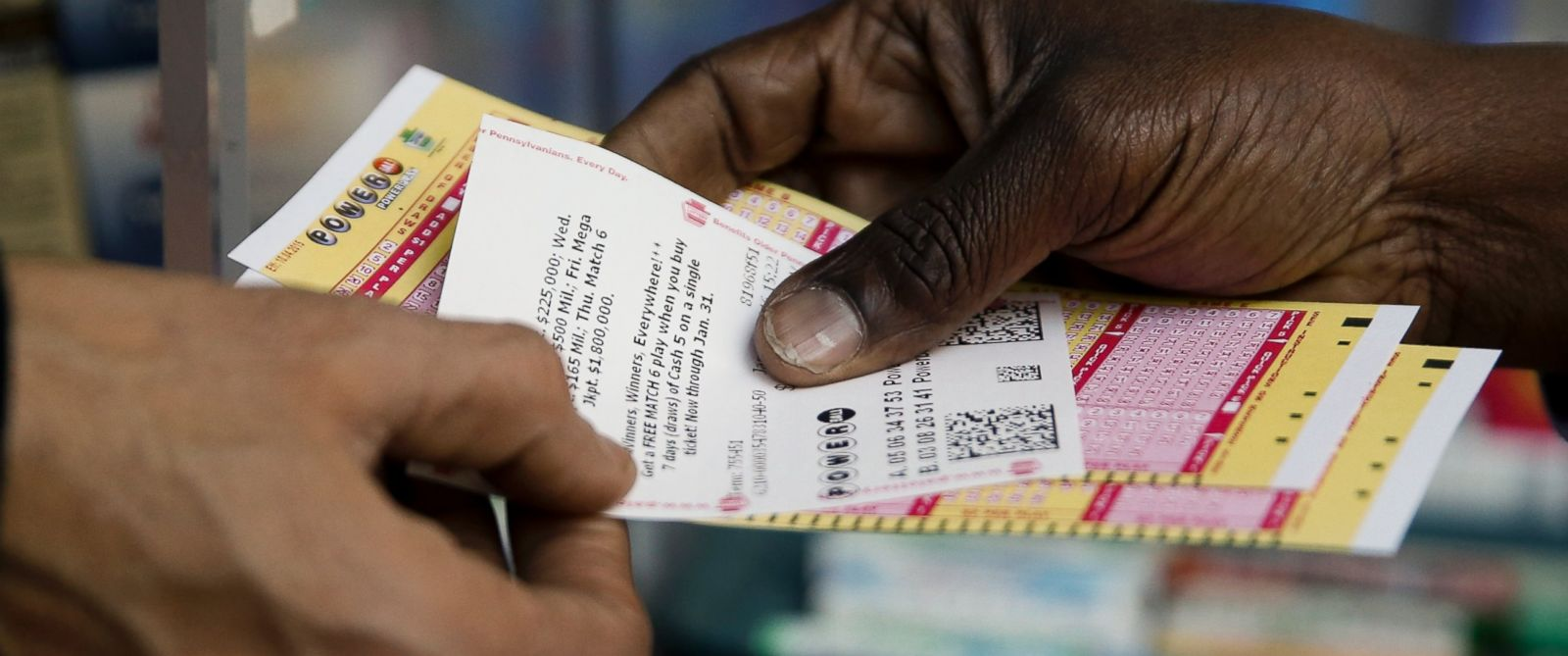 PHOTO:A person purchases Powerball lottery tickets from a newsstand, Jan. 6, 2016, in Philadelphia.