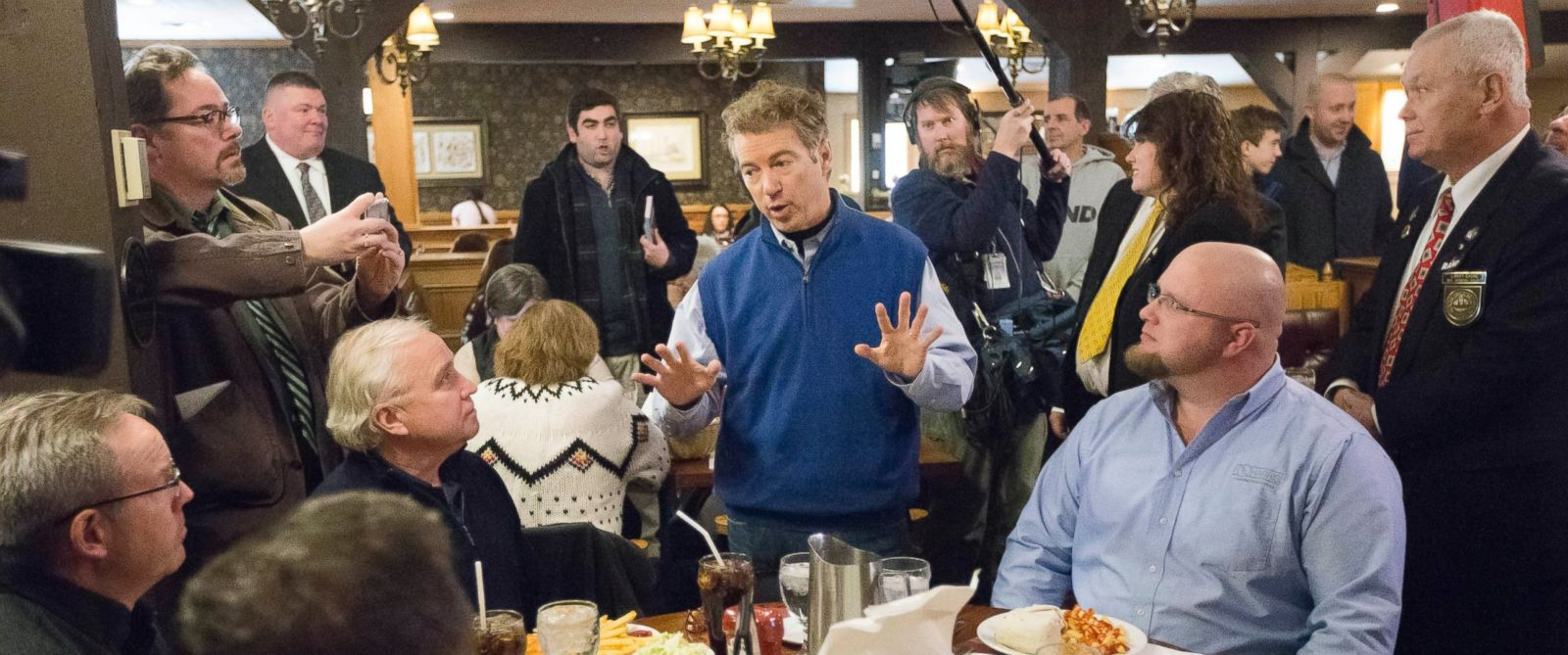 PHOTO: Sen. Rand Paul, R-Ky, center, speaks to a table of quests during a campaign stop at the Puritan Backroom restaurant, Jan. 22, 2016, in Manchester.