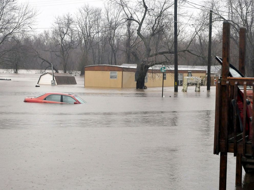 PHOTO:Missouris governor has declared a state of emergency because of widespread flooding that has led to fatalities in Kendricktown, Mo., Dec. 27, 2015.