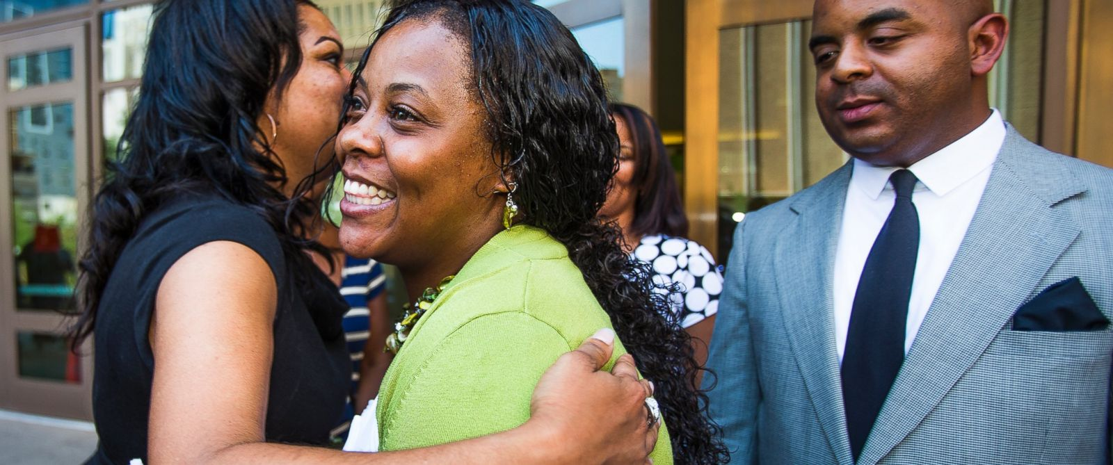 PHOTO: Shanesha Taylor is hugged as Rev. Jarrett Maupin looks on, outside Maricopa County Superior Court, July 18, 2014 in Phoenix.